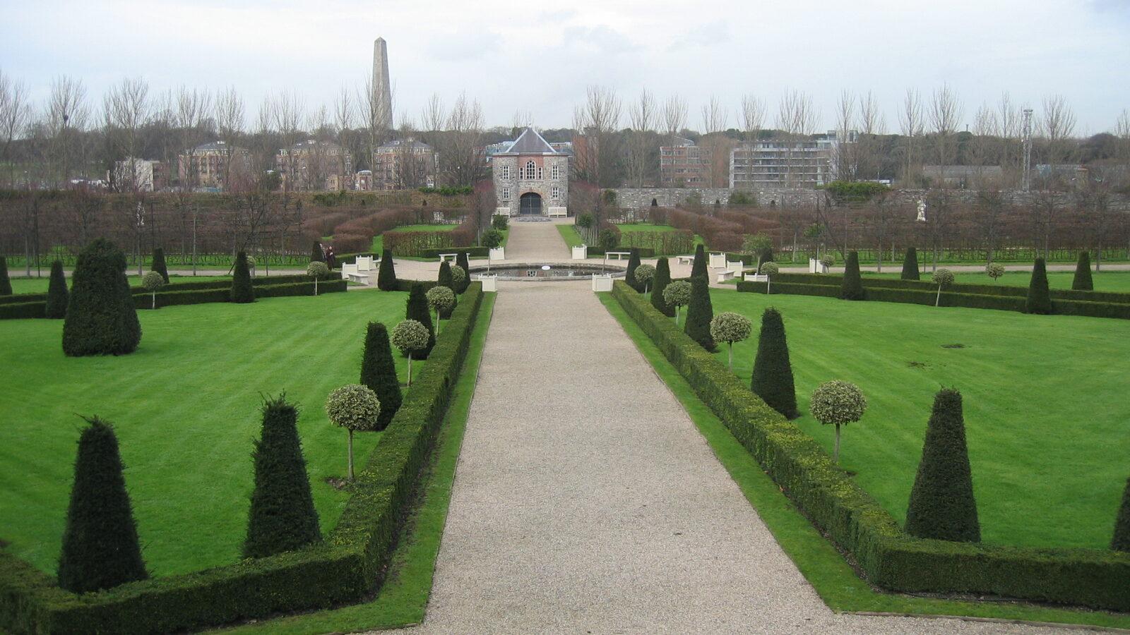 Trädgården framför Irish Museum of Modern Art